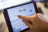 Der vom Ausschuss zugestimmte Entwurf sieht außerdem vor, dass Online-Plattformen künftig schon während des Hochladens die Inhalte prüfen müssen.
