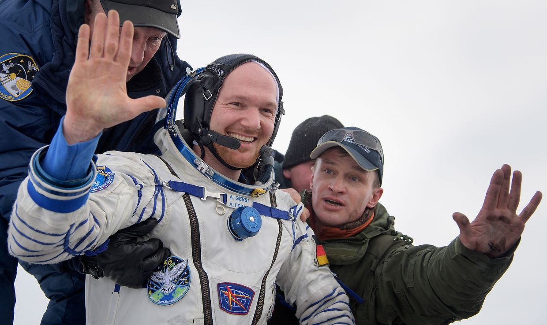 Nach sechseinhalb Monaten im All ist der deutsche Astronaut Alexander Gerst mit zwei weiteren Raumfahrern sicher auf der Erde gelandet.