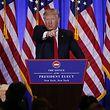 """""""You're fake news!"""" Diese frühe Attacke auf CNN-Reporter Jim Acosta noch vor Trumps Amtsantritt ist einer der bekanntesten Ausfälle des 45. US-Präsidenten gegen die Presse. Es war nicht der letzte."""
