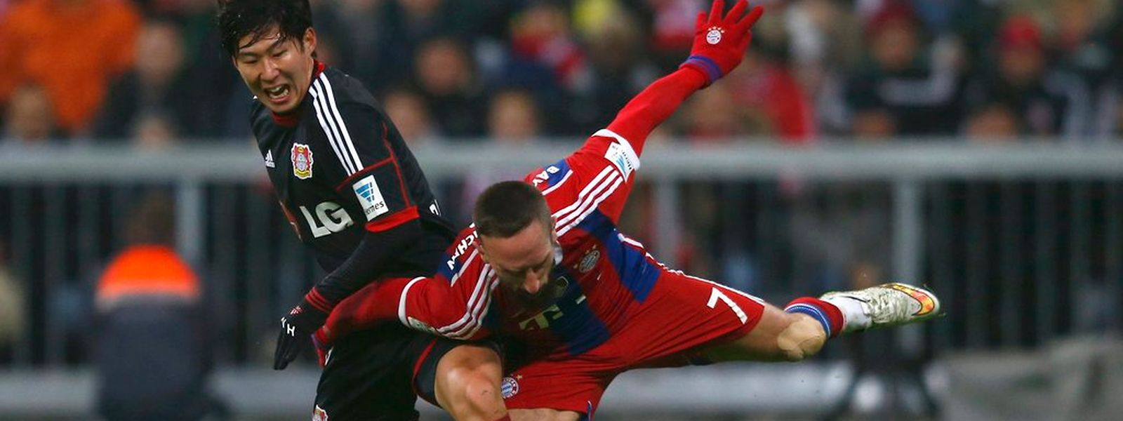 Für den achten Sieg im achten Heimspiel sorgte Franck Ribéry (51. ), der durch seinen 186. Einsatz nun der Franzose mit den meisten Bundesligaspielen ist.