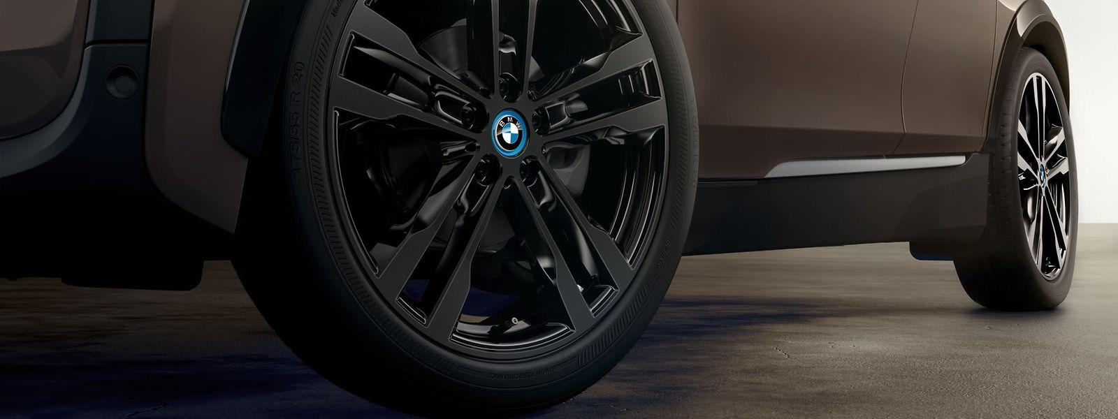 Stromer wie der BMW i3 fahren auf verhältnismäßig dünnen Reifen vor.
