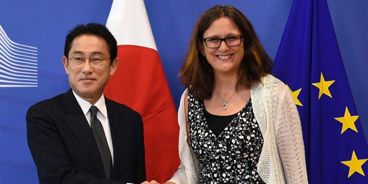 EU-Handelskommissarin Cecilia Malmstrom empfing am Mittwoch Japans Außenminister Fumio Kishida.
