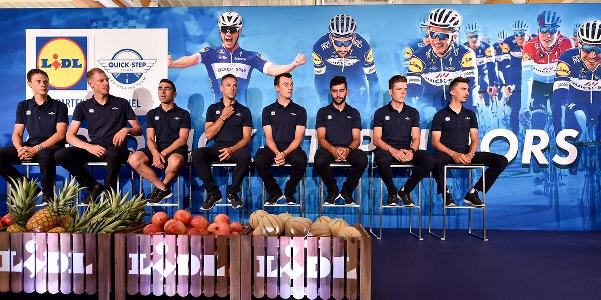 La Quick Step pour le Tour 2018: Niki Terpstra, Tim Declercq, Maximiliano Richeze, Philippe Gilbert, Yves Lampaert, Fernando Gaviria, Bob Jungels et Julian Alaphilippe.