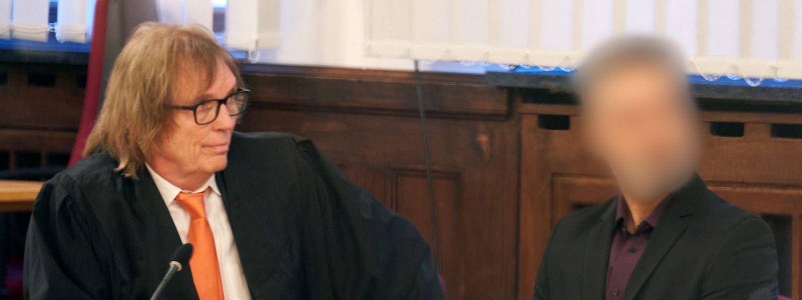 Der 51-jährige Deutsch-Afghane (r.) mit seinem Anwalt im Saal des Oberlandesgerichts in Koblenz.