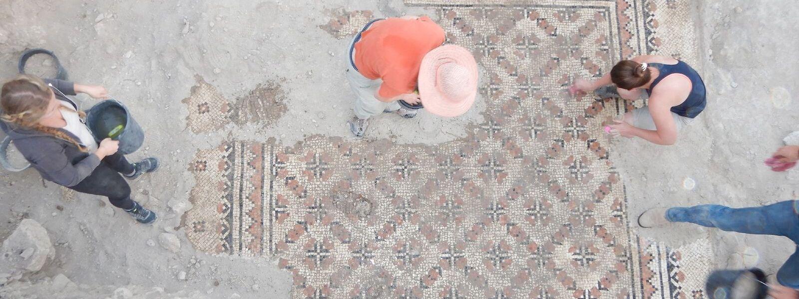 Bei einer Grabung im Griechischen Garten auf dem Jerusalemer Zionsberg wurde dieses Mosaik einer byzantinischen Villa aus dem sechsten bis siebten Jahrhundert freigelegt.
