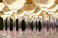 Champagner und andere Schaumweine werden heute in breiteren Gläsern serviert.