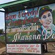 Willkommensschild des Übergangslagers Mariana Páez in der Gemeinde Mesetas in Kolumbien.