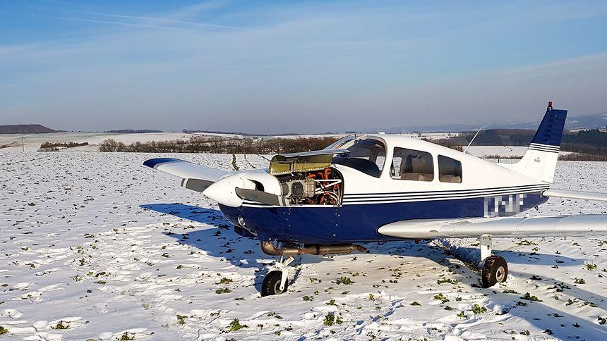 Das Sportflugzeug musste laut Polizeibericht wegen technischer Probleme notlanden.