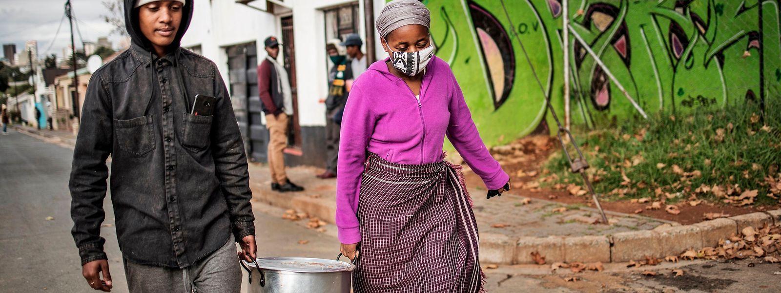Fehlte vor Corona jedem fünften Haushalt in Südafrika am Monatsende Geld für Lebensmittel, war es am Gipfel der Pandemie rund die Hälfte.