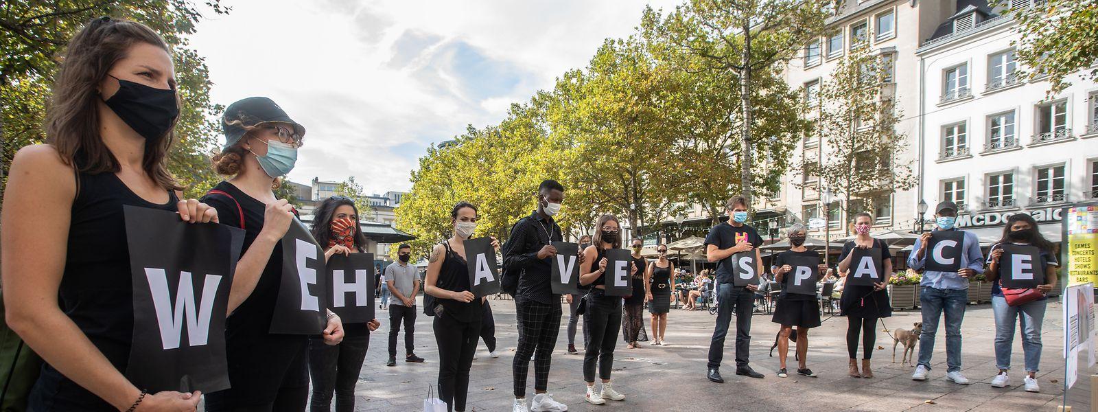 """""""Europe Must Act"""": Unter dem Motto haben Demonstranten am Sonntag die Evakuierung von Flüchtlingen auf den griechischen Inseln gefordert."""