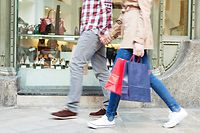 Shopping, Paar, Einkaufstour, Geschäft (Foto: Shutterstock)
