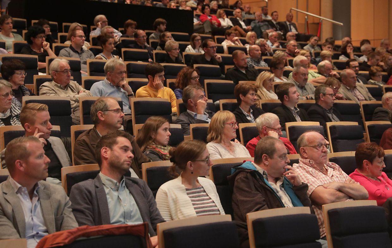 Die Spitzenkandidaten diskutierten vor allem über regionale Themen. Nach der Gesprächsrunde bot sich den Zuschauern die Gelegenheit, mit den Teilnehmern noch einige Themen weiter zu besprechen.