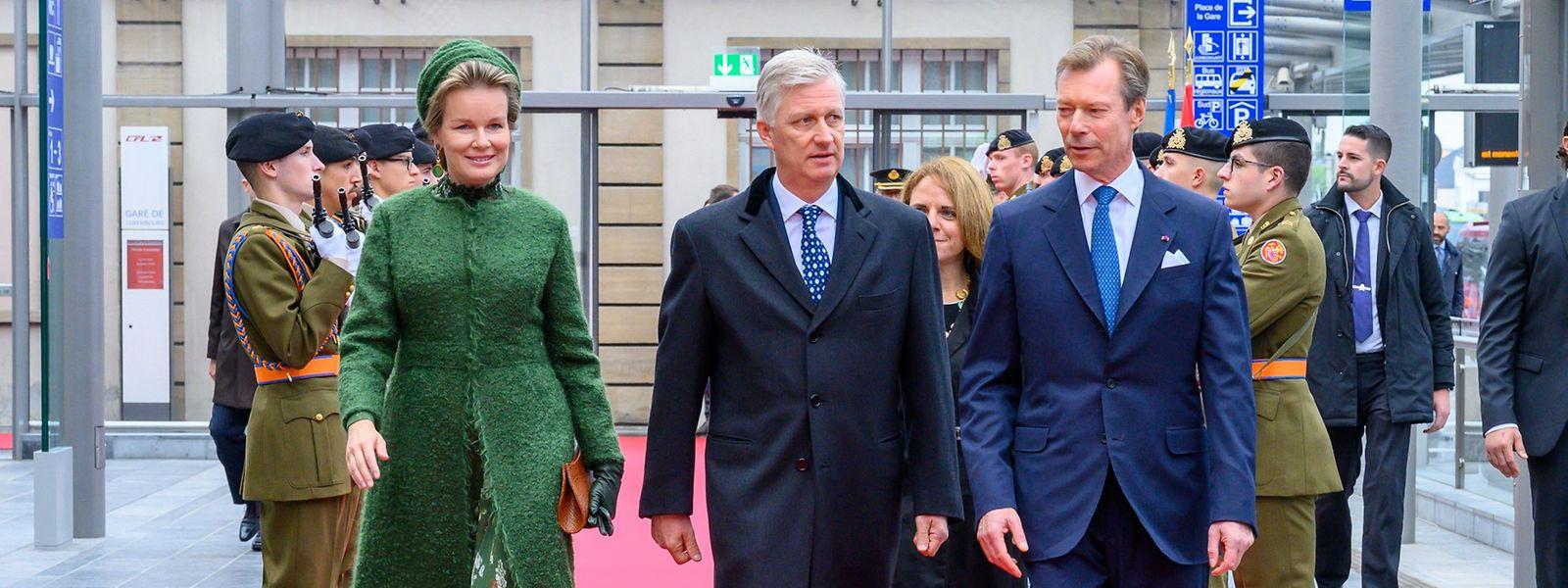 Le Grand-Duc est venu accueillir le couple royal belge pour un programme de trois jours très chargé.