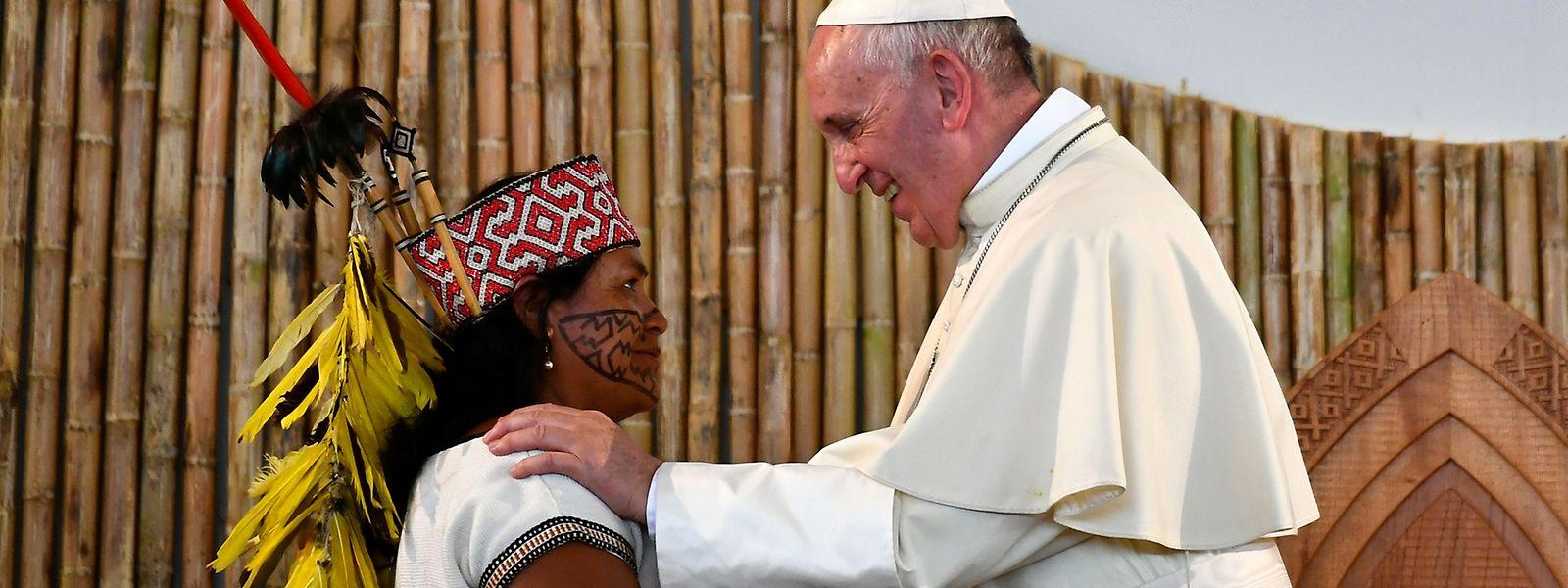 Die Kultur der indigenen Völker sei bedroht, wenn sie ihren natürlichen Lebensraum verlören und in die Migration gezwungen würden, so der Papst.