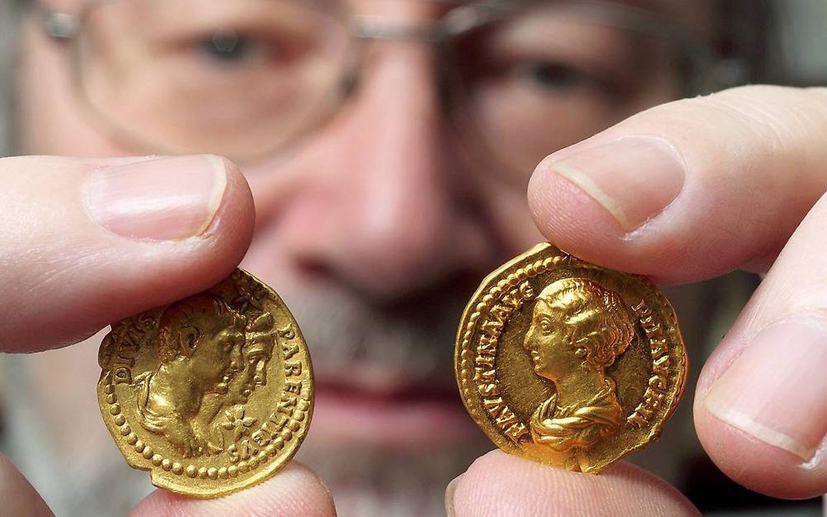 Der rund 18,5 Kilogramm schwere Goldschatz sei derzeit an einem sicheren, geheimen Ort untergebracht, so Museumsdirektor Marcus Reuter.