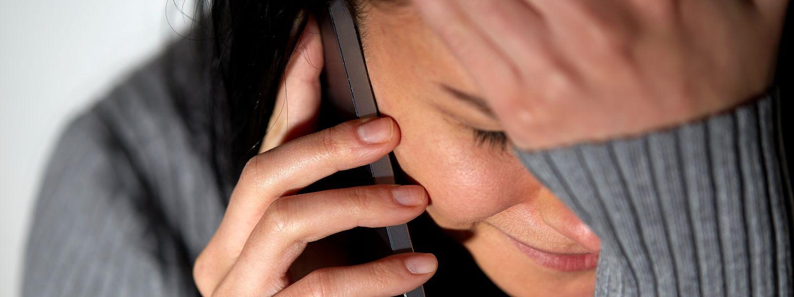 Menschen, die sich alleine fühlen und niemanden zum Reden haben, können sich bei den Kontaktpersonen des Schnëss-Telefons melden.