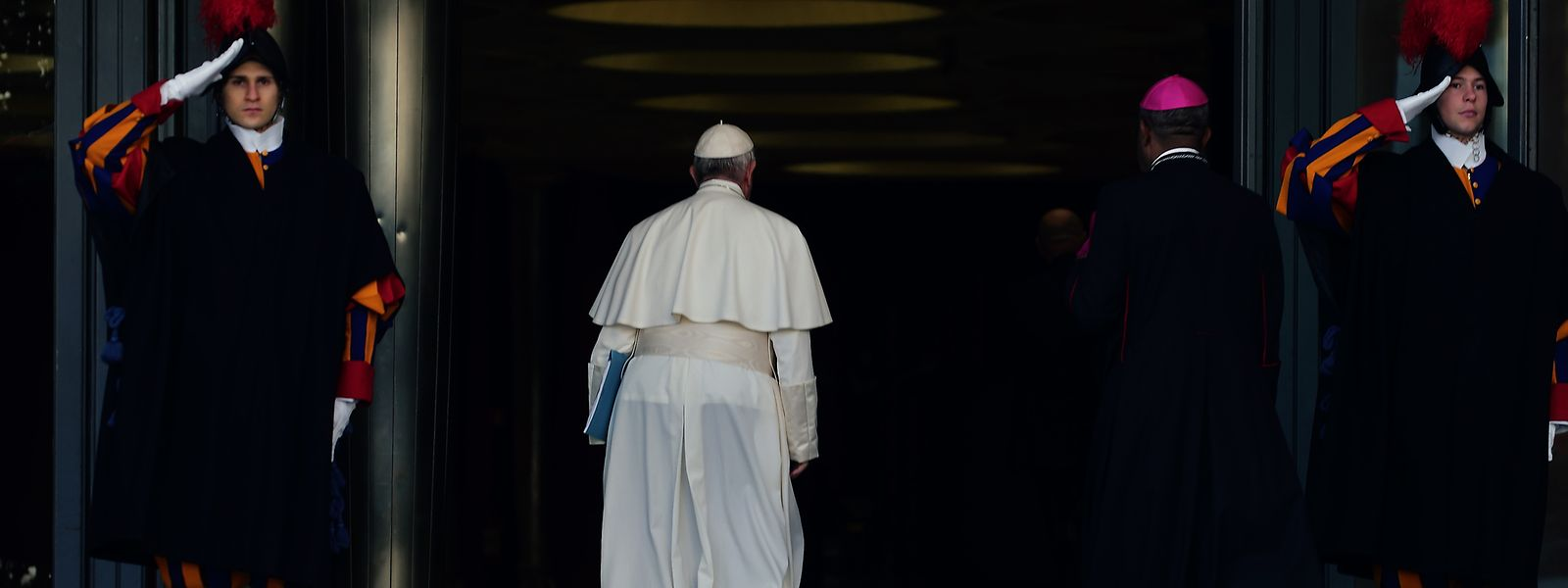 Papst Franziskus kommt zum Gipfeltreffen zum Thema Missbrauch im Vatikan.