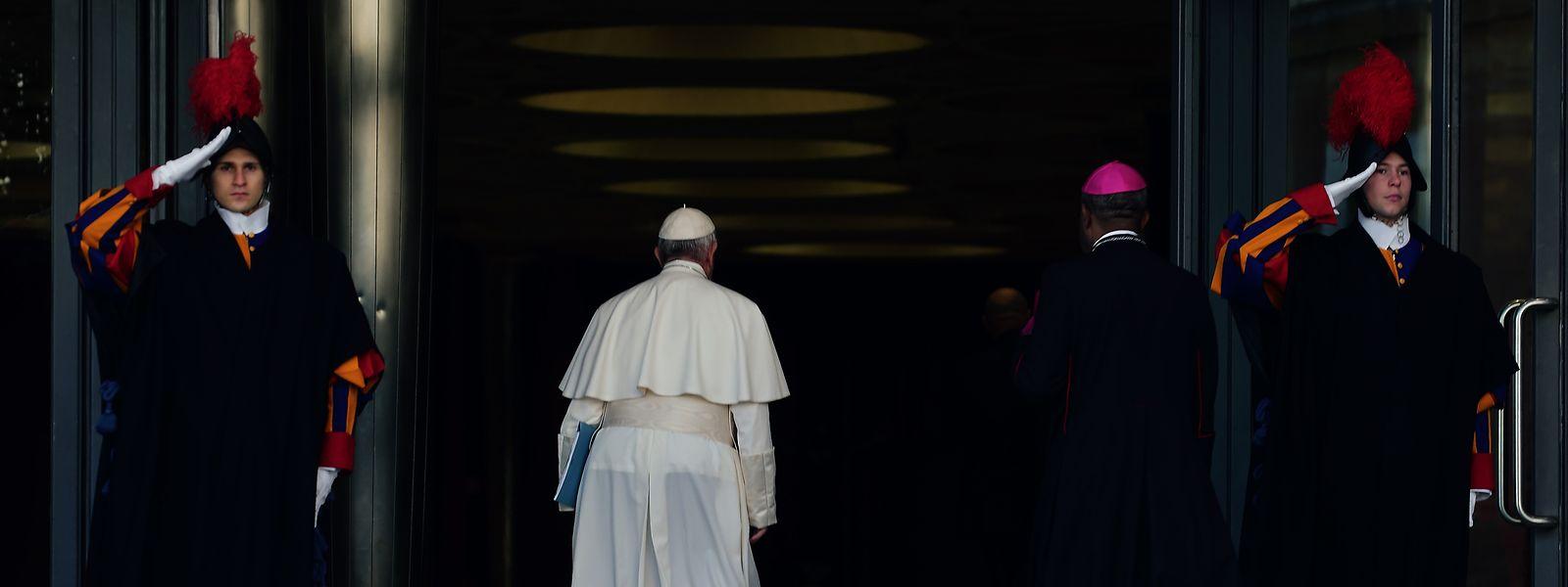 Der Druck, der auf den Schultern von Papst Franziskus in der Frage des Umgangs mit Missbrauchsfällen lastet, ist hoch.