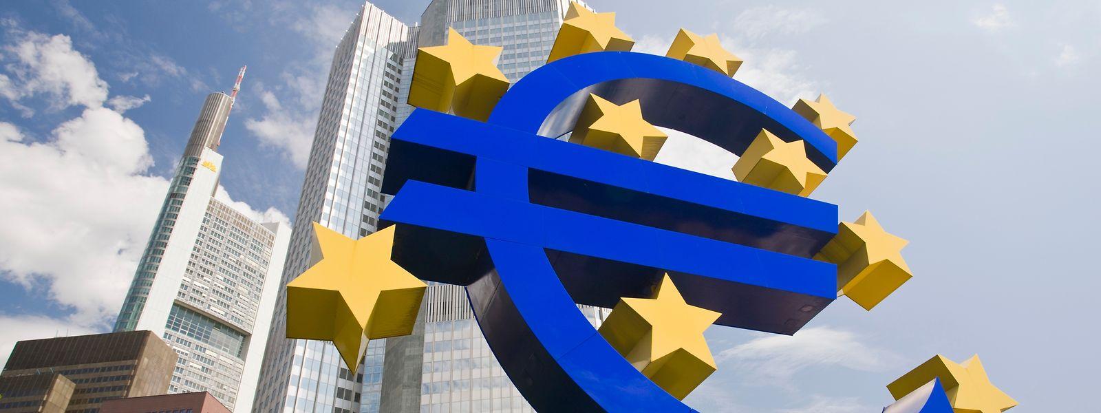 Laut EZB hätten bereits 20 Finanzinstitute eine Banklizenz im Euroraum beantragt.