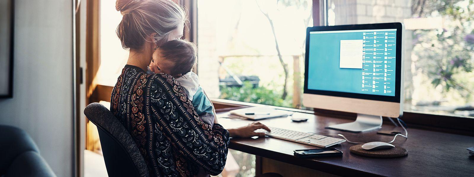 Familienpflichten gehen zu Lasten der Fraueneinkünfte und bremsen ihre Karrierechancen.