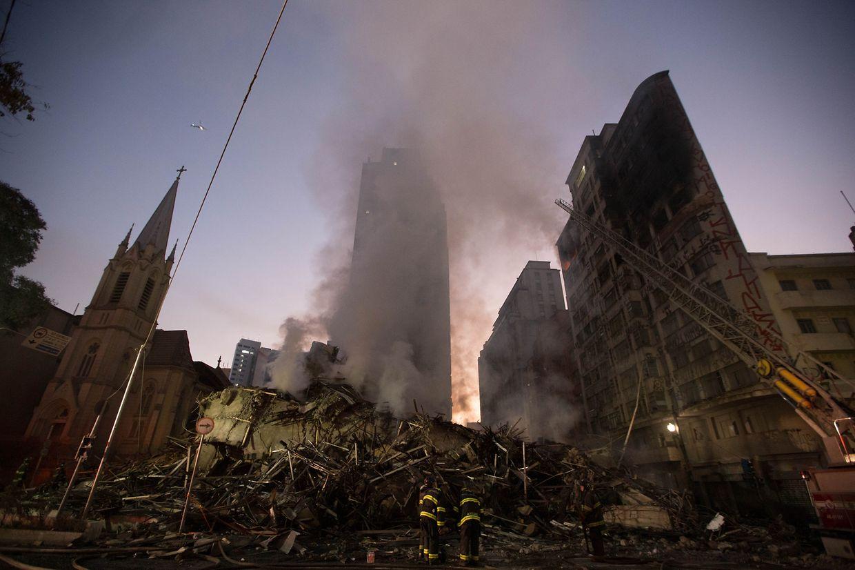 Das Hochhaus ist in der Nacht zum Dienstag in der brasilianischen Millionenmetropole Sao Paulo nach einem Brand eingestürzt.