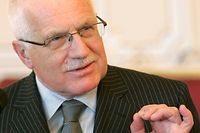 Czech Republic's President Vaclav Klaus gives a speech after receiving results of no-confidence vote in Prague Castle in Prague March 25, 2009. The Czech government was left shorn of authority on Wednesday after a no-confidence vote, its currency weakened and doubts rising over its ability to cope with economic storms and the demands of the EU Presidency.  REUTERS/David W Cerny (CZECH REPUBLIC POLITICS)