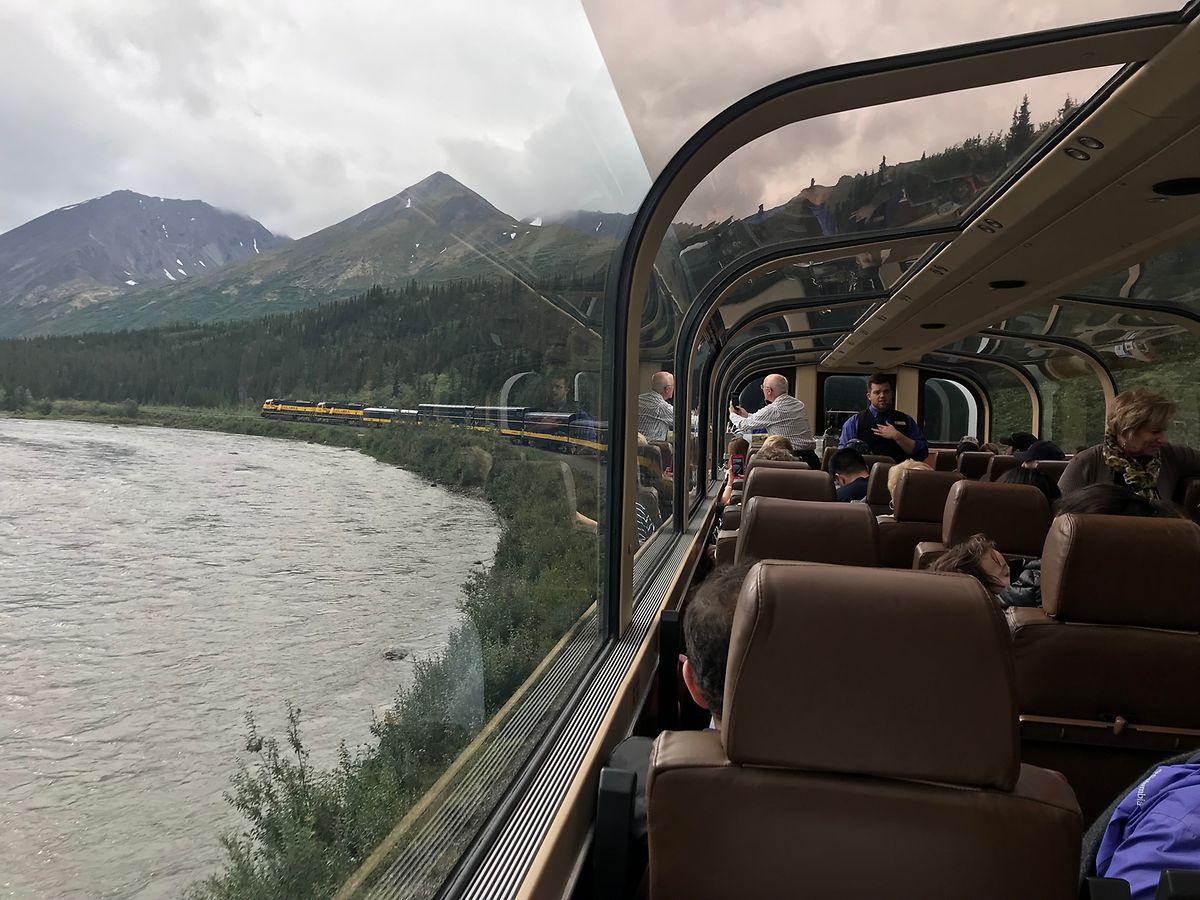 Zugwaggon mit Aussicht: an Bord des Wilderness Express zwischen Denali und Anchorage.