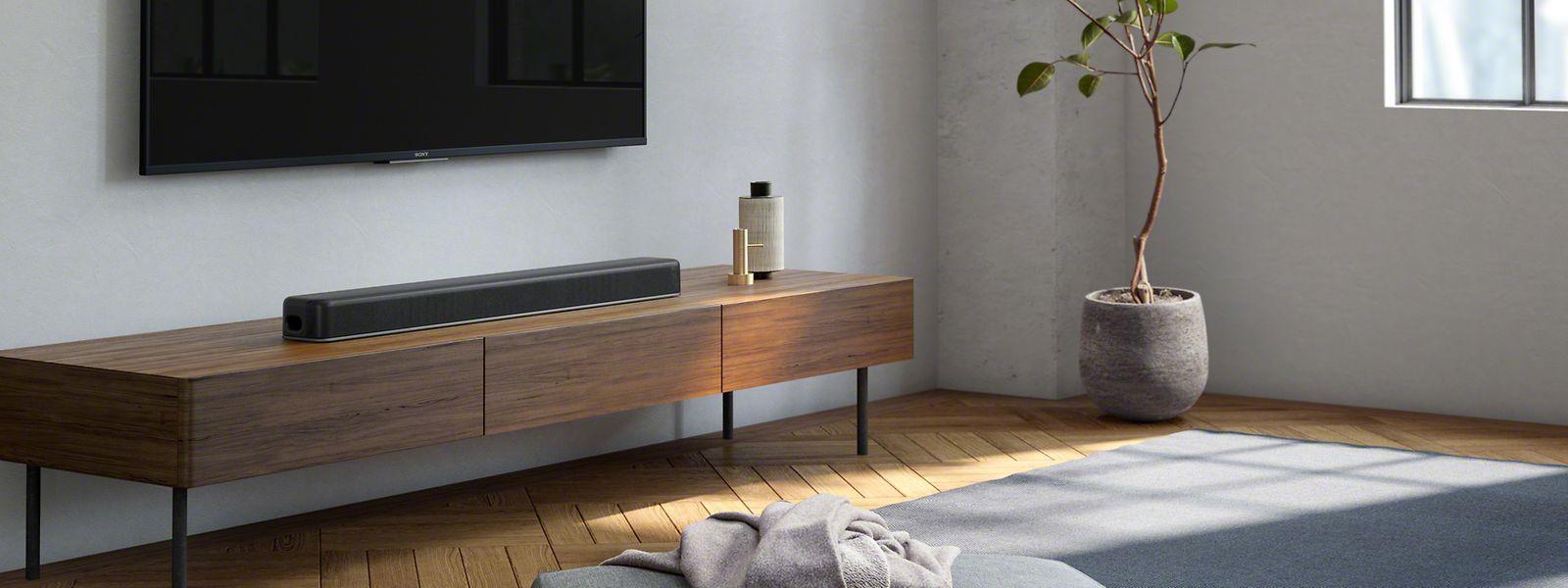 Die Soundbar macht im Wohnzimmer einen schlanken Fuß.
