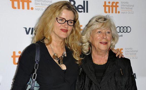 """Barbara Sukowa (l) und Margarethe von Trotta zeigen """"Hannah Arendt"""" in Toronto."""