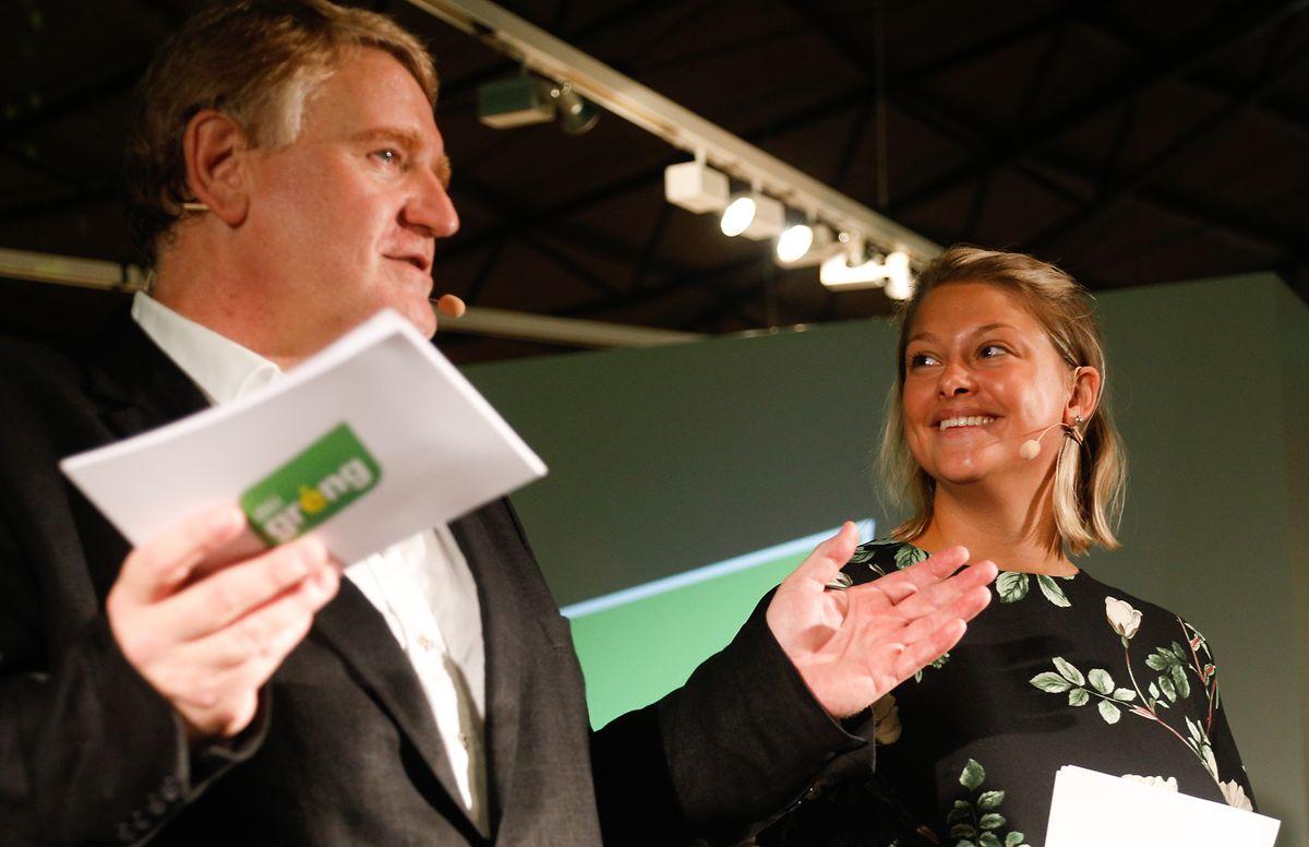 Christian Kmiotek und Djuna Bernard sprechen zu den grünen Mitgliedern.