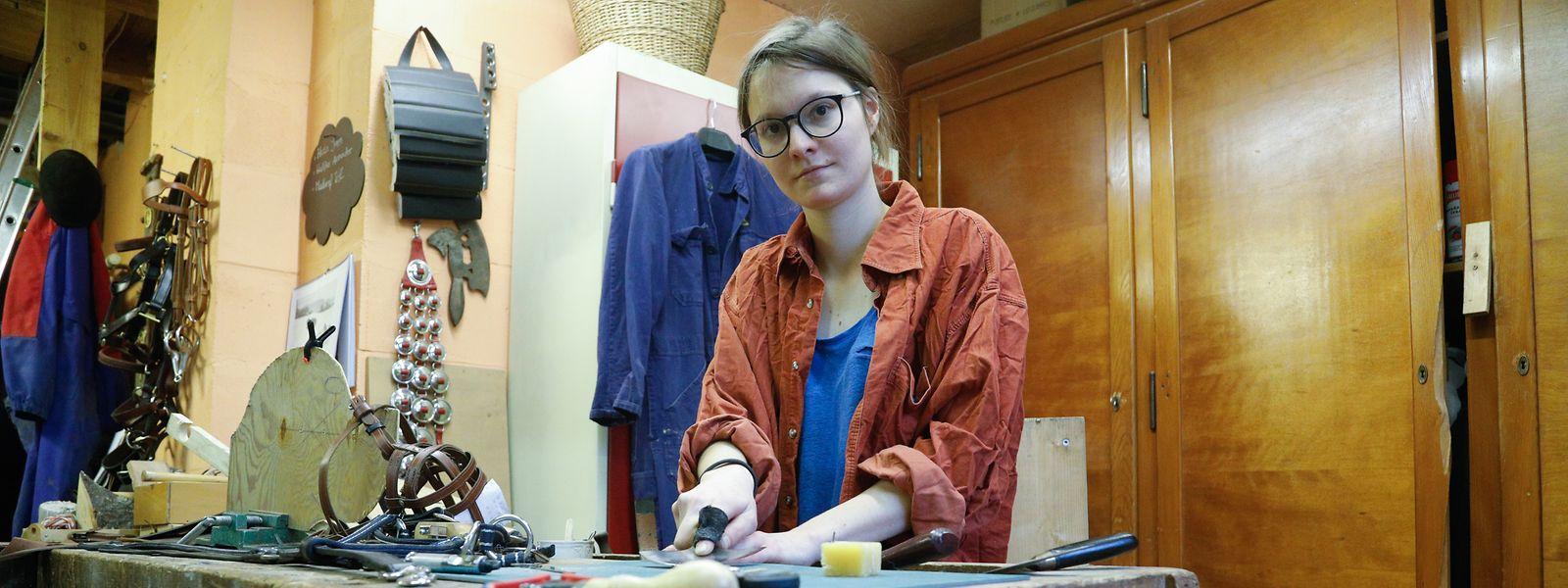 In den Räumen der Leederwon asbl in Betzdorf hat Monique Back sich eine kleine Werkstatt eingerichtet.