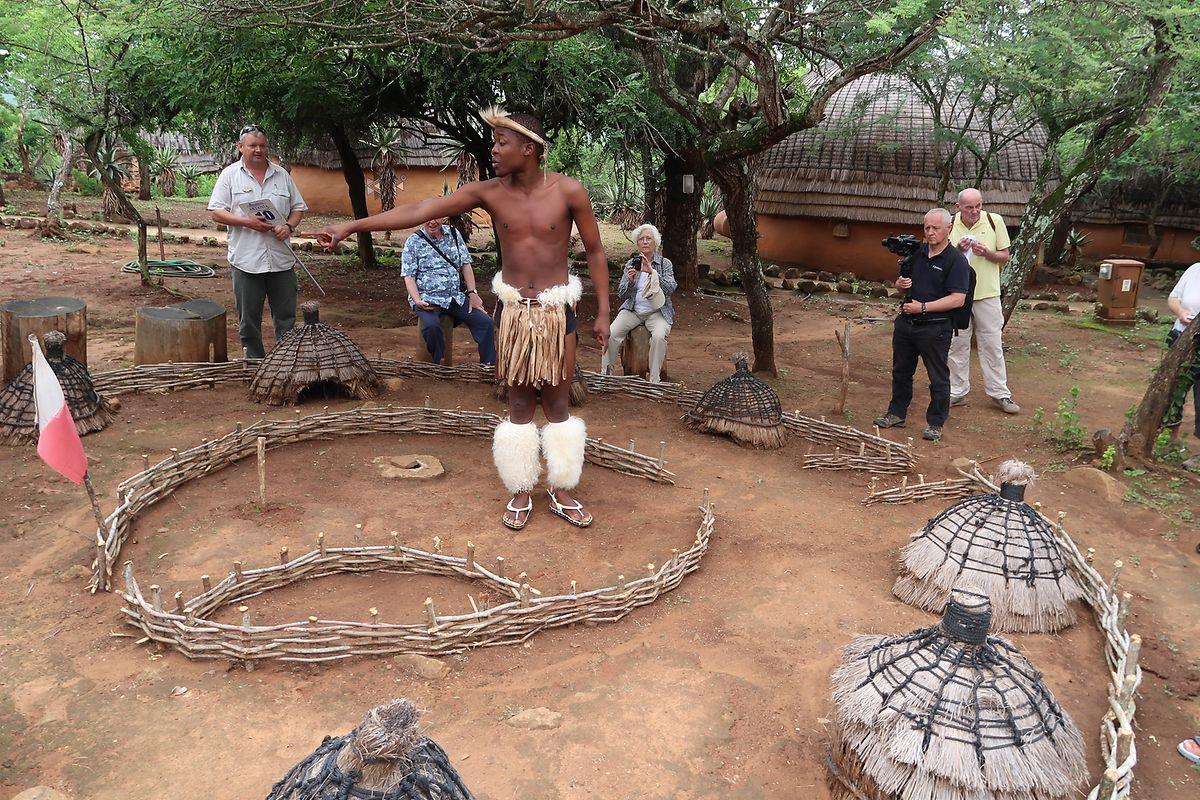 Während eines Besuchs in einem Dorf bei Richard's Bay wurden Traditionen und Kultur der Zulu auf anschauliche Art nähergebracht.