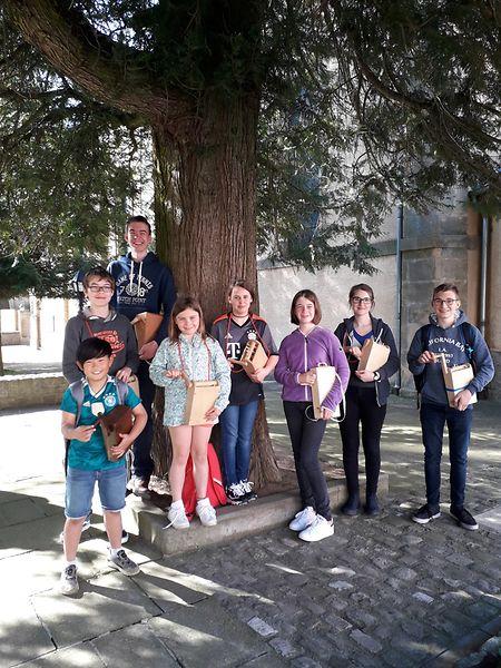 Auf diesem Archivfoto vom vergangenen Jahr wahren die Messdiener aus Consdorf noch als Gruppe unterwegs. In diesem Jahr klibberen sie vor der Haustür (v.l.n.r.): Gilles, Michel, Martin, Emma, Laury, Amélie, Carole, Franz.