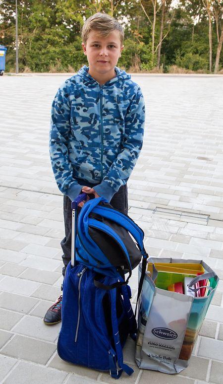 Eric Fürst hätte lieber noch etwas länger die Sommerferien genossen. Nichtsdestoweniger freut er sich darauf endlich die neue Schule besuchen zu dürfen.