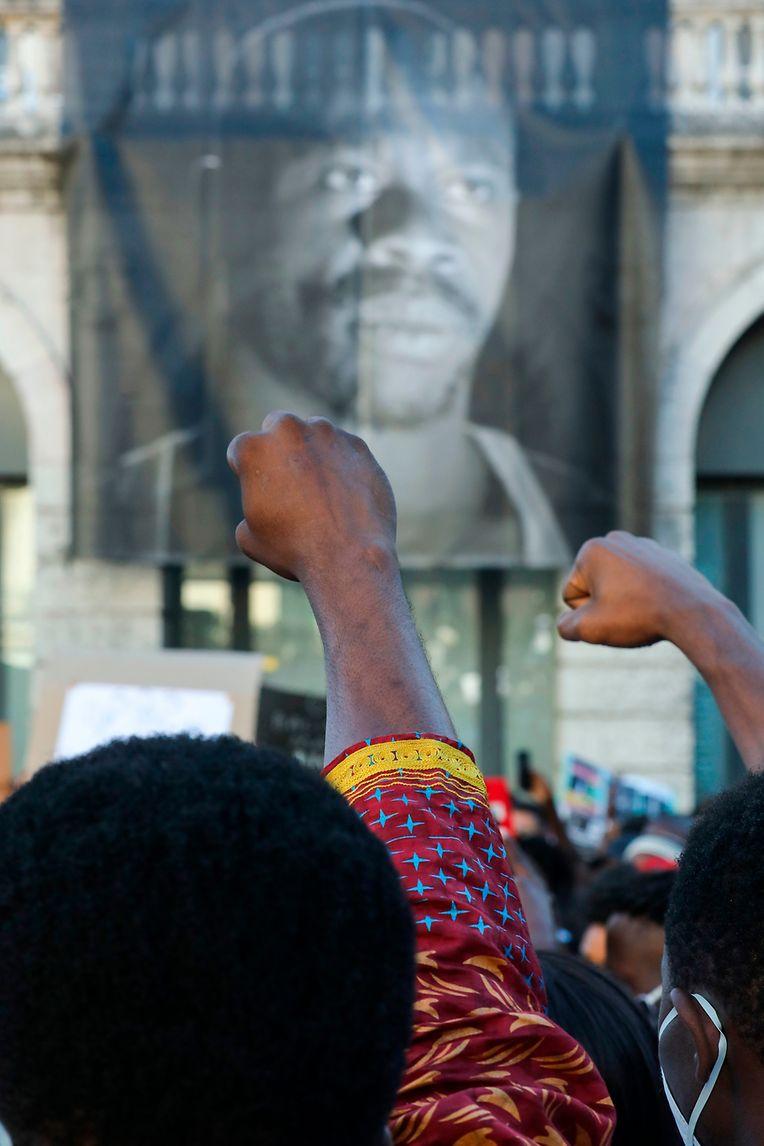 Manifestação contra morte de ator Bruno Candé e em defesa das vítimas do racismo, em Lisboa, 31 de julho de 2020. Bruno Candé, de 39 anos, foi baleado em 25 de julho por outro homem, de 76 anos, em Moscavide, no concelho de Loures, distrito de Lisboa. MIGUEL A. LOPES/LUSA