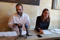 """Zwei Journalisten treten vor die Presse: Christoph Bumb und Laurence Bervard haben ihr neues digitales Magazin """"Reporter"""" vorgestellt."""