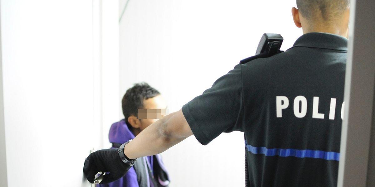 Die beiden Täter wurden auf Anordnung der Staatsanwaltschaft inhaftiert.