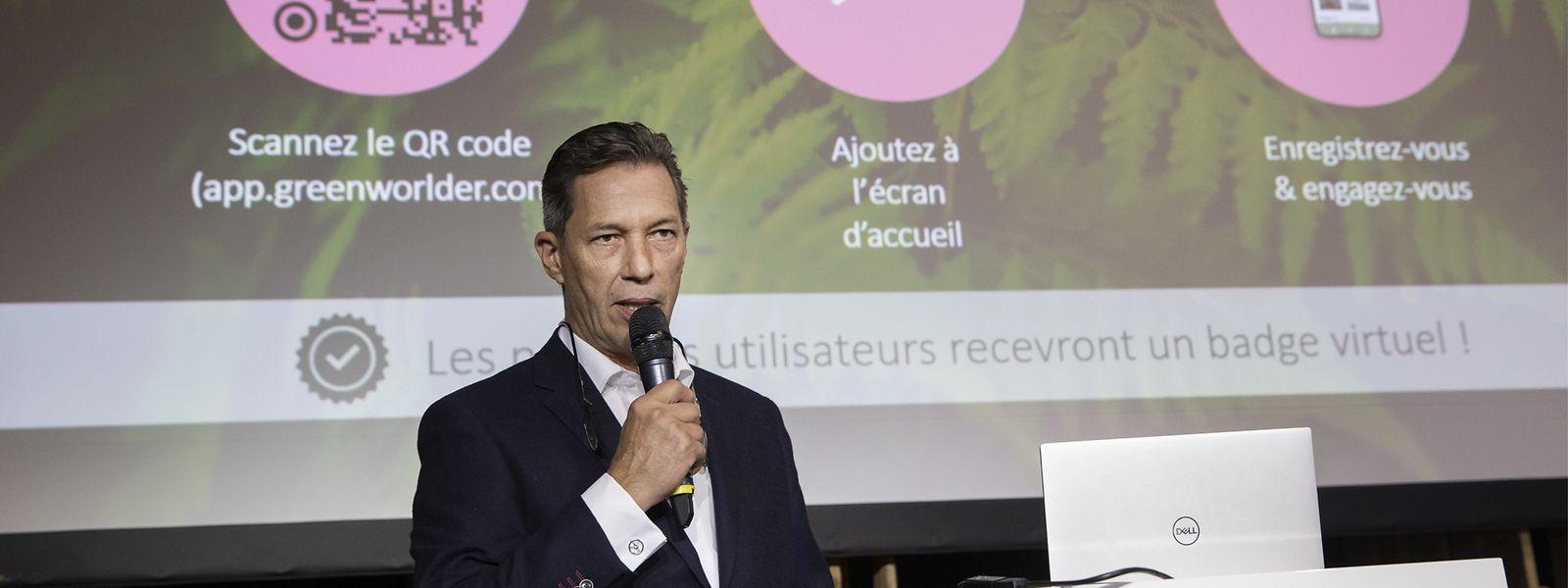 Xavier Roth le Gentil stellt dem Publikum seine innovative Geschäftsidee vor.