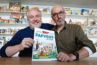 Autor Jean-Yves Ferri (R) und Zeichner Didier Conrad (L) mit ihrem neuesten Band.