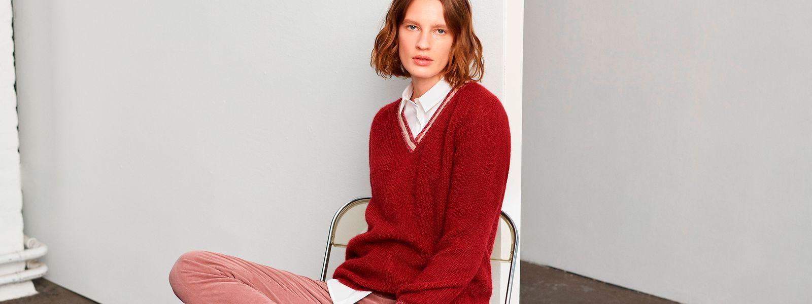Feuriges Rot wird, wie Toni zeigt, im Herbst mit Tönen wie Mandarine oder Pink kombiniert (Pullover um 100 Euro, Bluse um 70 Euro, Hose um 110 Euro).