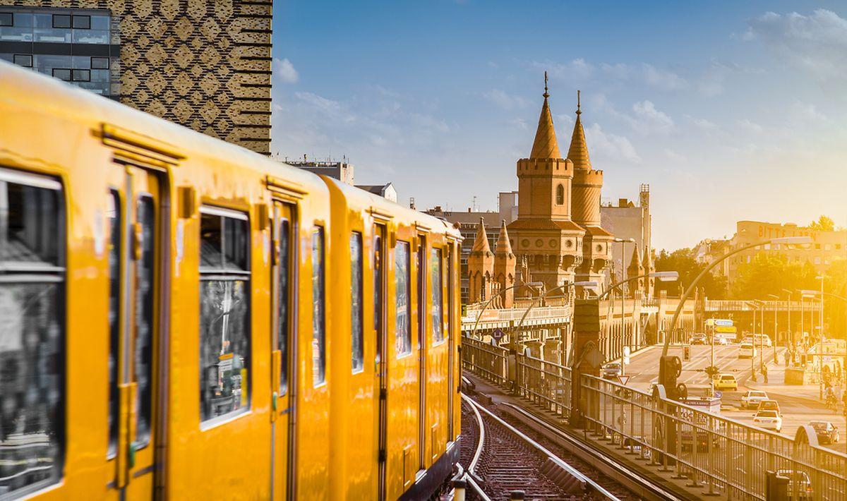 View of Berliner U-Bahn with Oberbaum Bridge in the background Photo: Shutterstock
