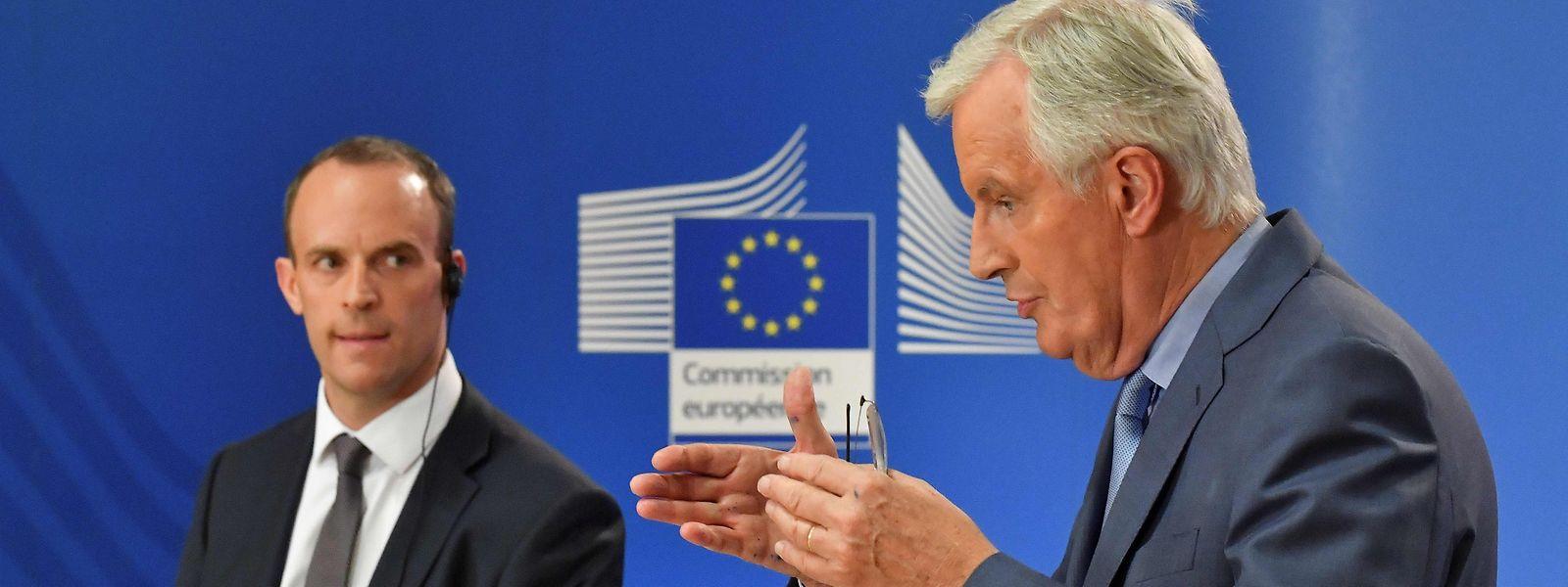 EU-Unterhändler Michel Barnier (R) und der britische Brexit-Minister Dominic Raab.