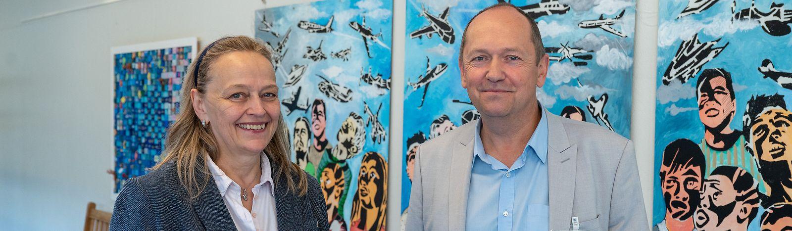 Julie-Suzanne Bausch diretora da Escola Internacional Mersch Anne Beffort e Michel Hiebel do SOIE.