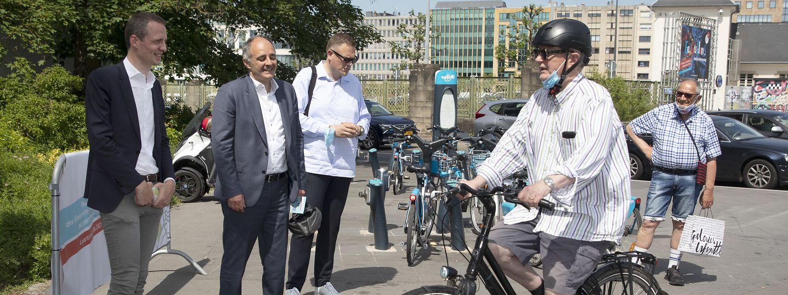 Der Stadtpark ist für Radfahrer eine sehr wichtige und vor allem sichere Verbindung in der Stadt. Als Serge Wilmes und Patrick Goldschmidt die neue Reglementierung am Mittwoch gegen 11.30 Uhr am Parkeingang vorstellten, waren hier schon 480 Radfahrer an der Zählstation passiert.