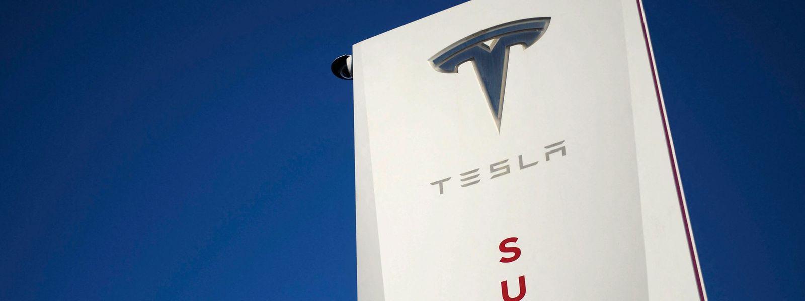 Tesla nennt sein Fahrer-Assistenzsystem Autopilot.