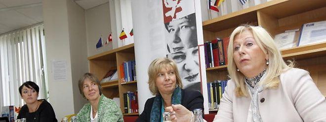 La présidente du CNFL Danielle Becker-Bauer (à gauche) et la leader pour expertisa du Cid-femmes Christa Brömmel, la ministre de l'Egalité des chances, François Hetto-Gaasch (Photo: Guy Jallay)
