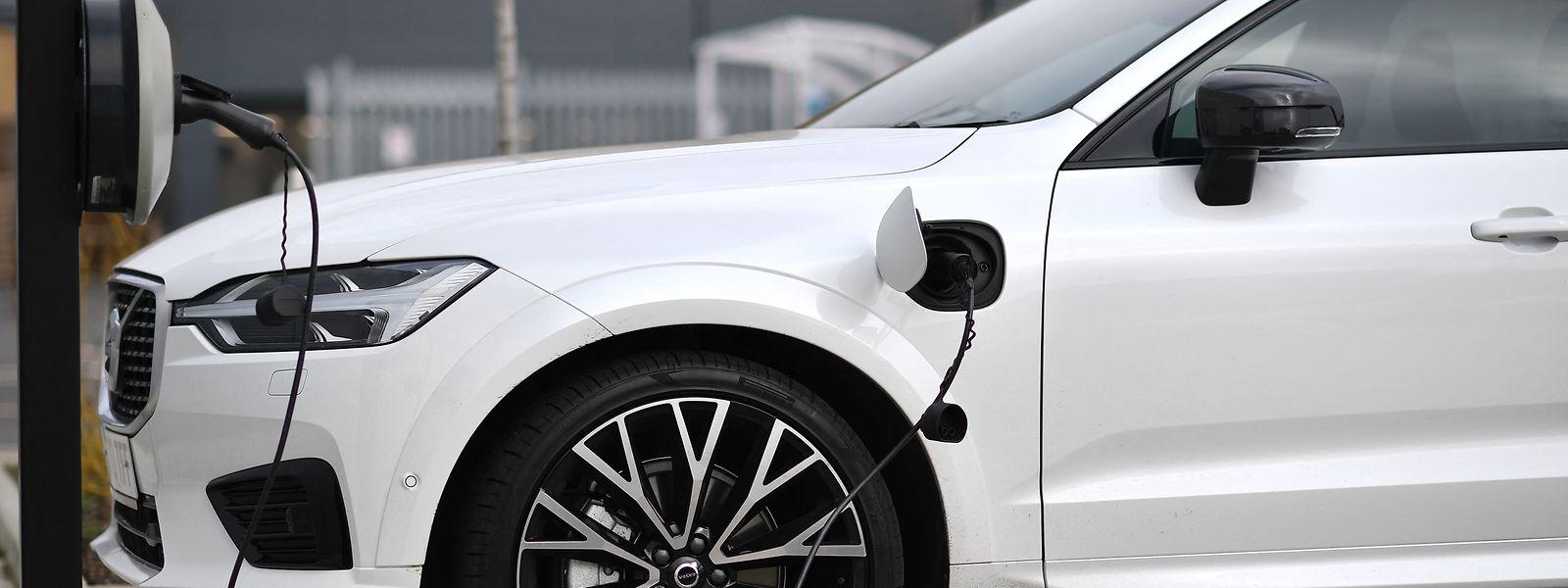 A fabricante Volvo anunciou recentemente que vai produzir veículos elétricos e vendê-los exclusivamente online.