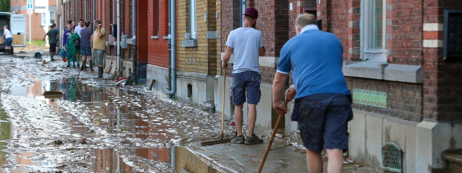 Namur méconnaissable après les brusques montées d'eau du weekend dernier.