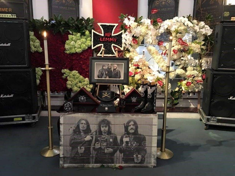 Am Samstag nahmen  Familie, Freunde, Kollegen und Fans Abschied von Lemmy.