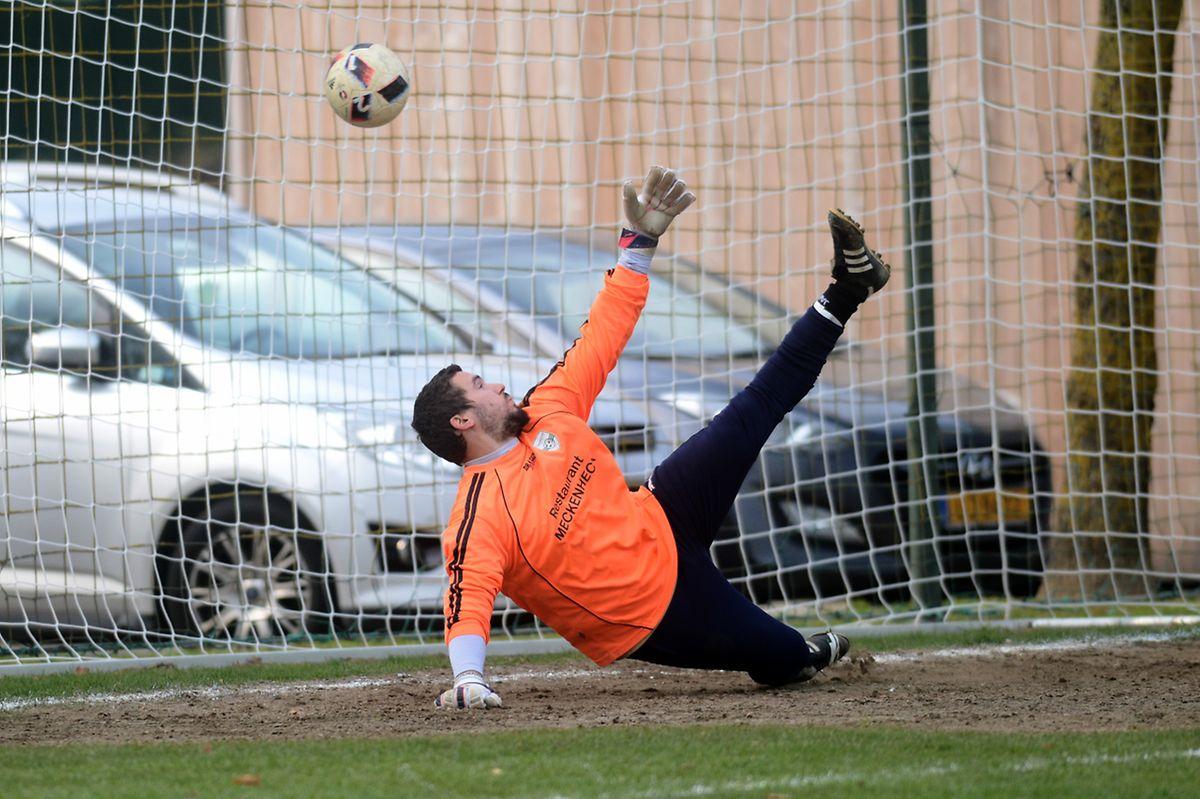 Moreno Lombardelli (Noertzange) ne peut rien sur le penalty qui place Clémency sur du velours (3-1).